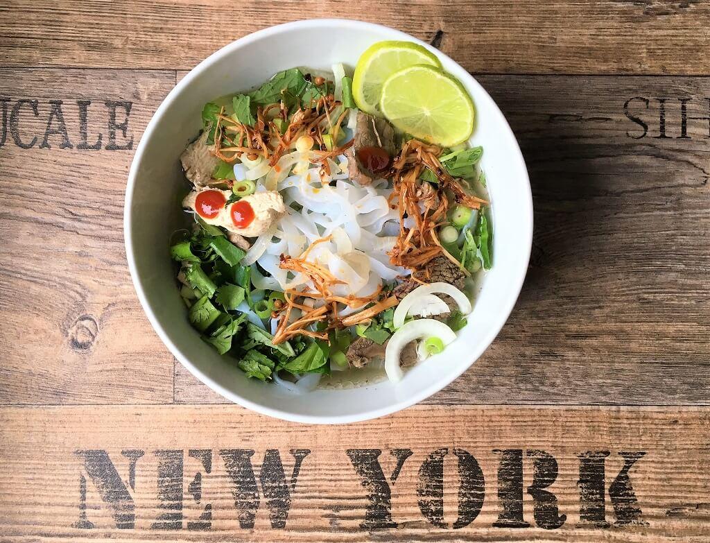 Vietnamesische Suppe mit Konjak Nudeln