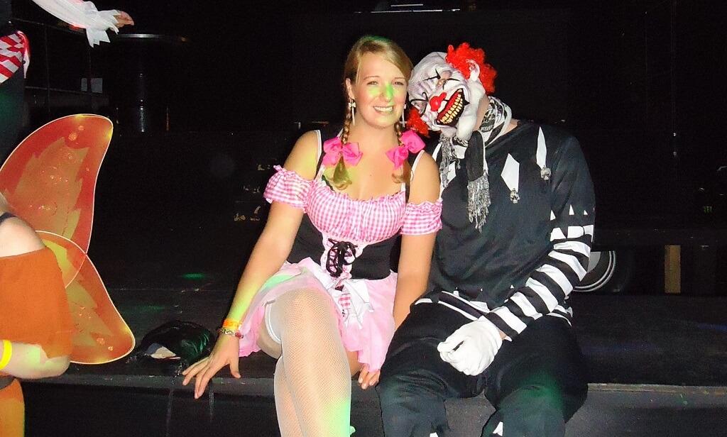Kostümwahl zu Halloween Clown / Dirndl