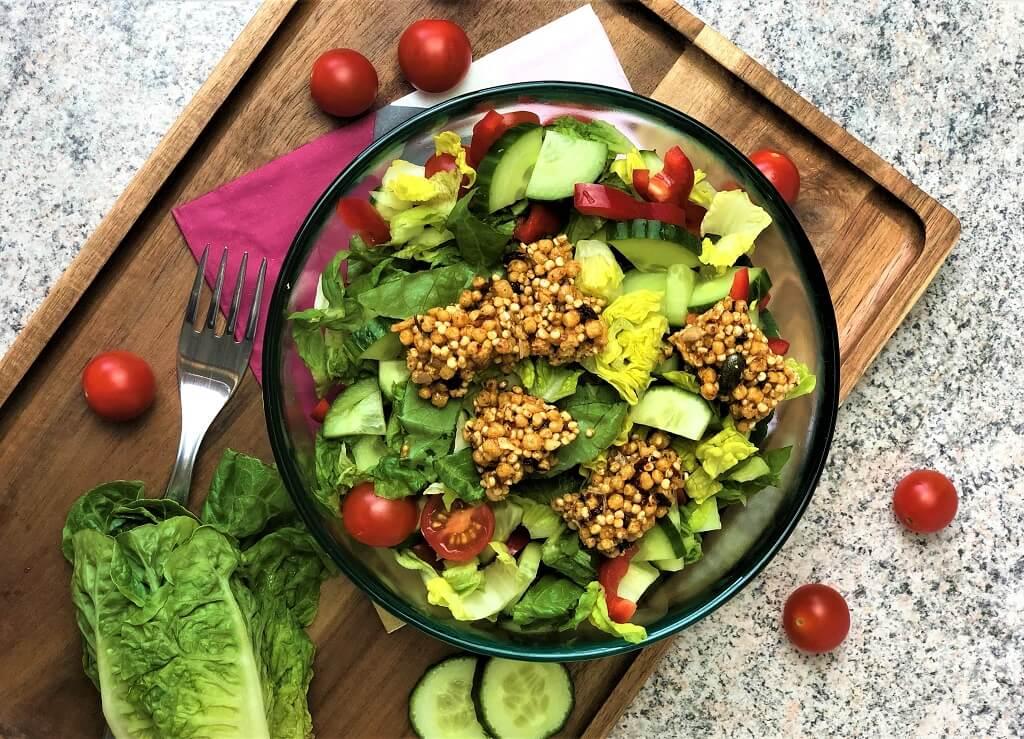 Salatbowl mit pikantem Riegel
