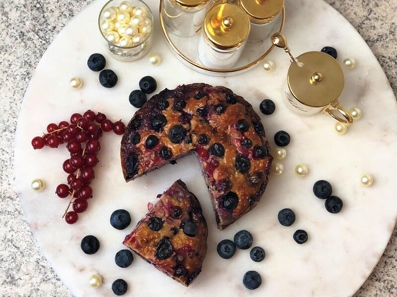 Zimtkuchen mit Beeren