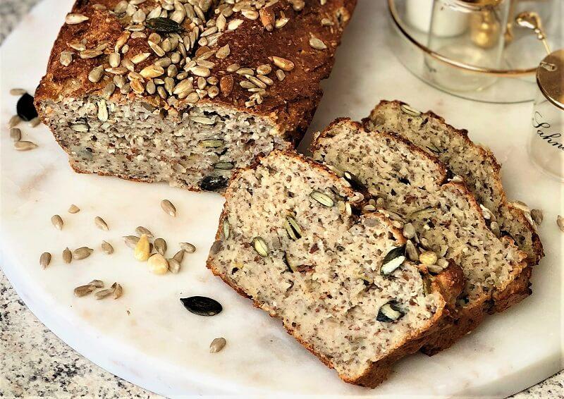 Brot mit Chiasamen und Salatkernmischung